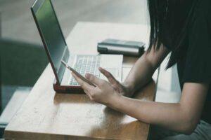 Jak wyglądają studia online?